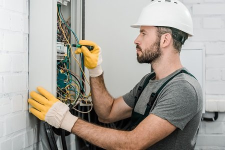 Choosing The Ideal Electrician For Your Home