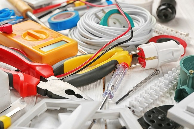 How Can Commercial Electricians Help Your Business Save Cash