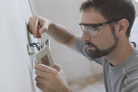 How To Handle Home Electrical Issues
