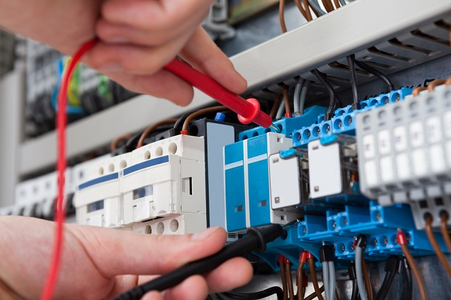 4 Times You Need To Call An Electrician Instead Of DIY